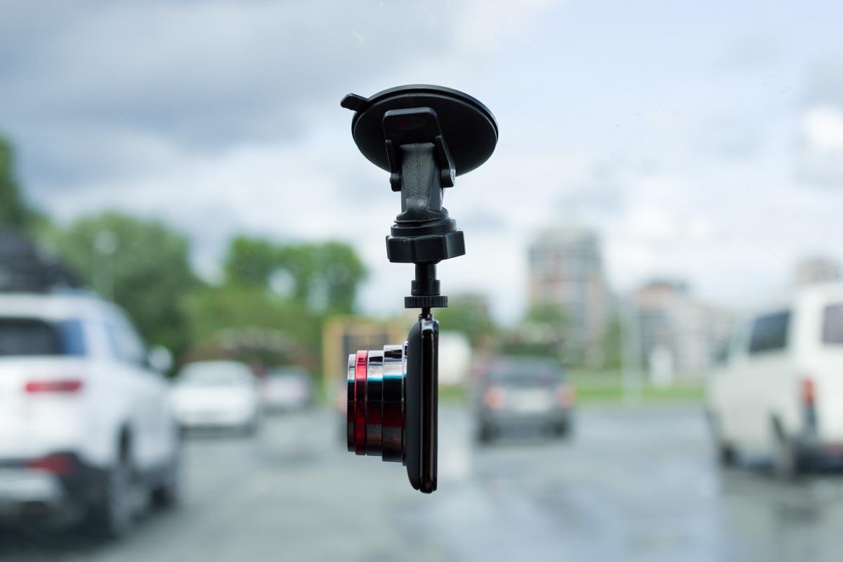 Видеорегистратор Navitel R800. Красивый автогаджет с большим экраном © Техномод