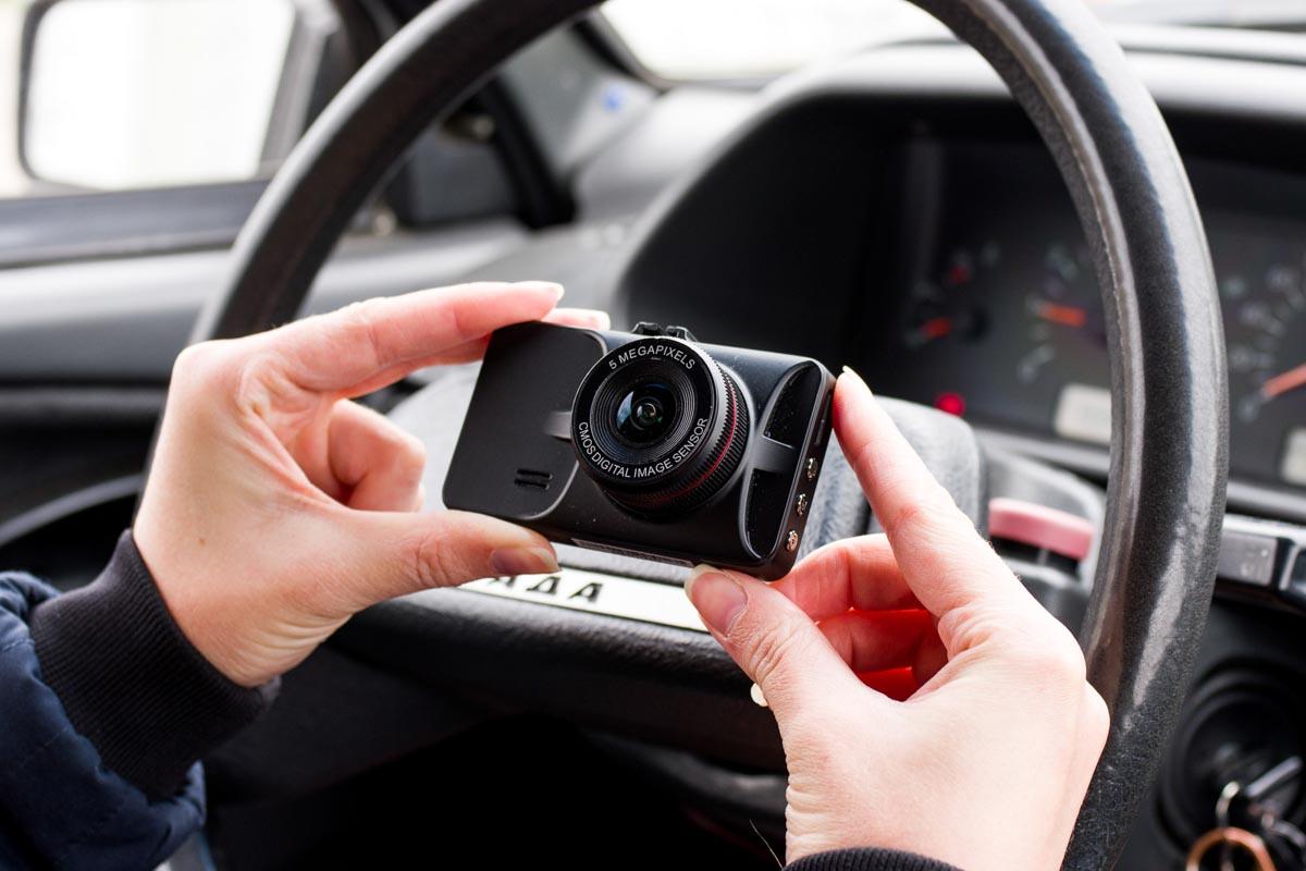 Еще один Axper    компактный видеорегистратор начального уровня Axper Ring  | умные гаджеты гаджеты автомобильные Автомобильный видеорегистратор автогаджеты Axper Ring