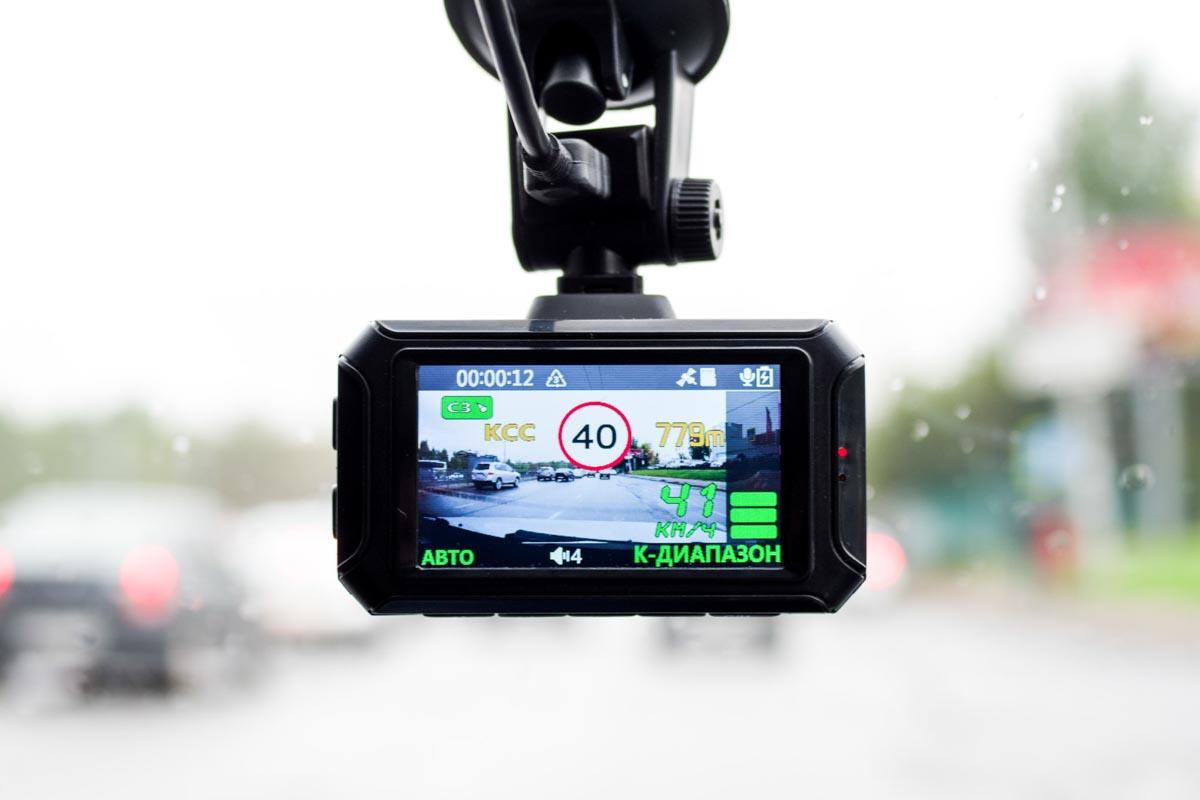 Тестируем автомобильное комбо 3-в-1 Axper Combo Prism Pro © Техномод
