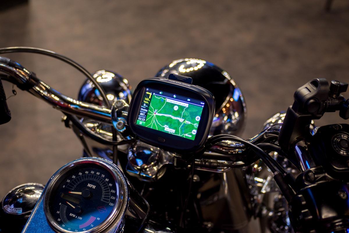 Тест навигатора для мотоциклов и снегоходов Neoline MOTO 2 на Harley-Davidson Fat Boy © Техномод