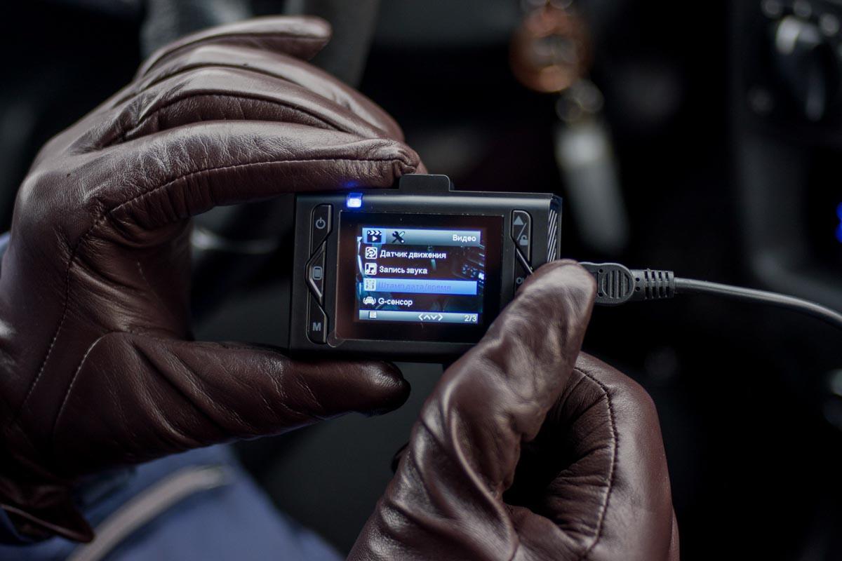 Изучаем сверхкомпактный видеорегистратор Neoline Wide S31 с матрицей Sony © Техномод
