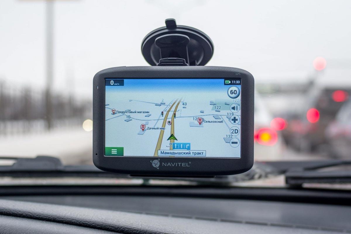 Обзор надежного навигатора Navitel E500 с предустановленными картами России и Европы © Техномод