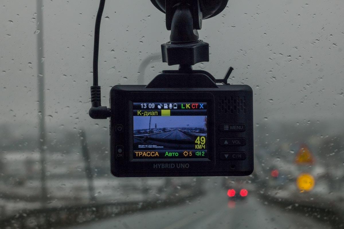 Обзор компактного автомобильного комбо-устройства SilverStone F1 Hybrid UNO © Техномод