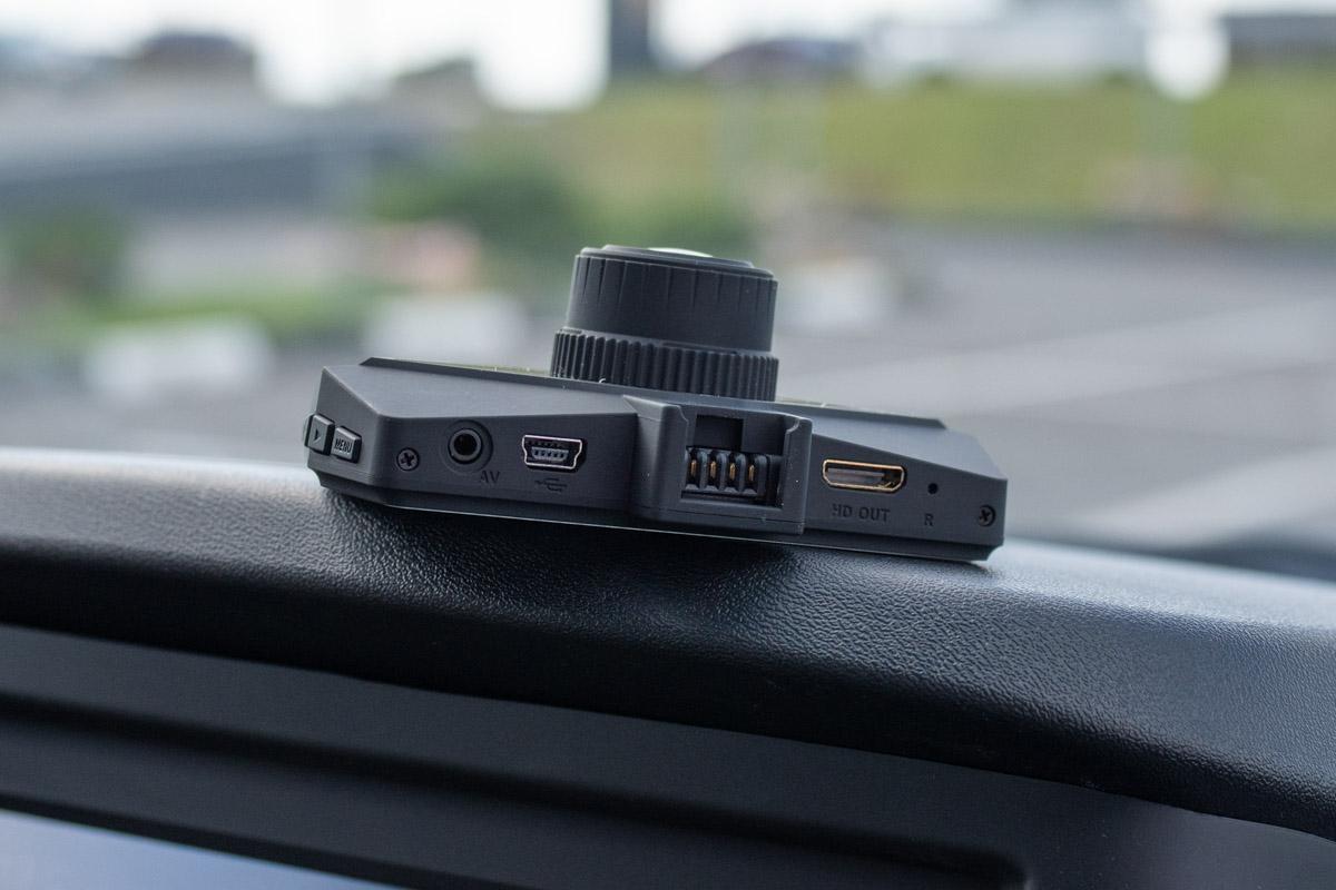 Тестируем автомобильный видеорегистратор QStar RG4 с разрешением 4K и GPS © Техномод