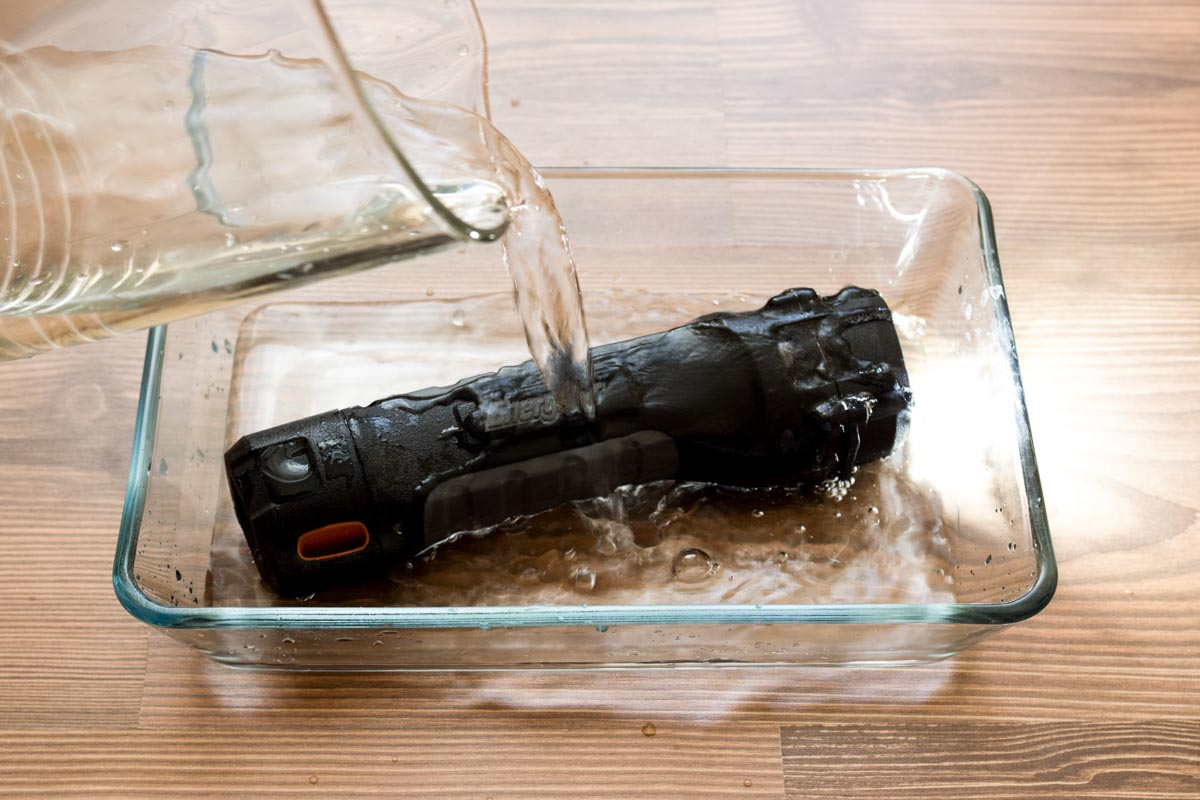 Фонарь Energizer Hard Case Project Plus 4AA. Испытанный льдом © Техномод