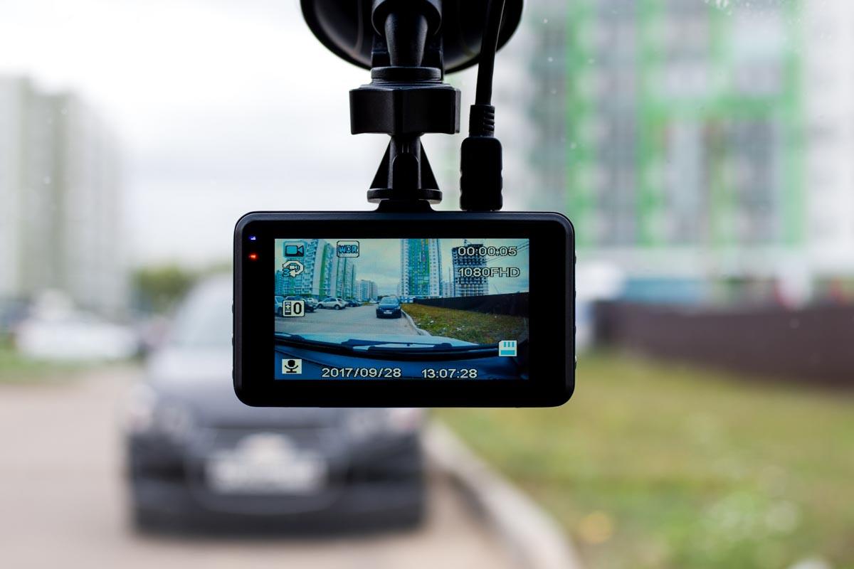 Испытываем компактный видеорегистратор начального уровня Axper Ring © Техномод