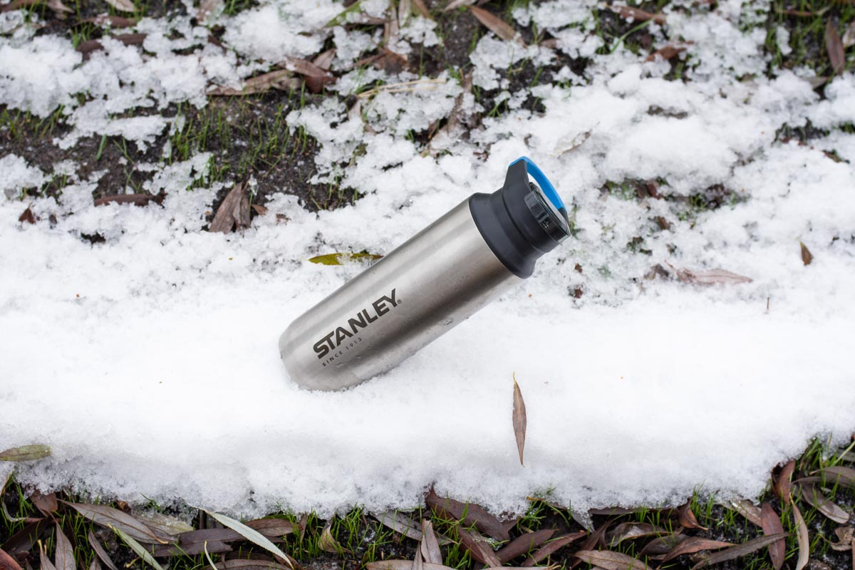 Изучаем стальную походную термокружку с карабином Stanley Mountain © Техномод