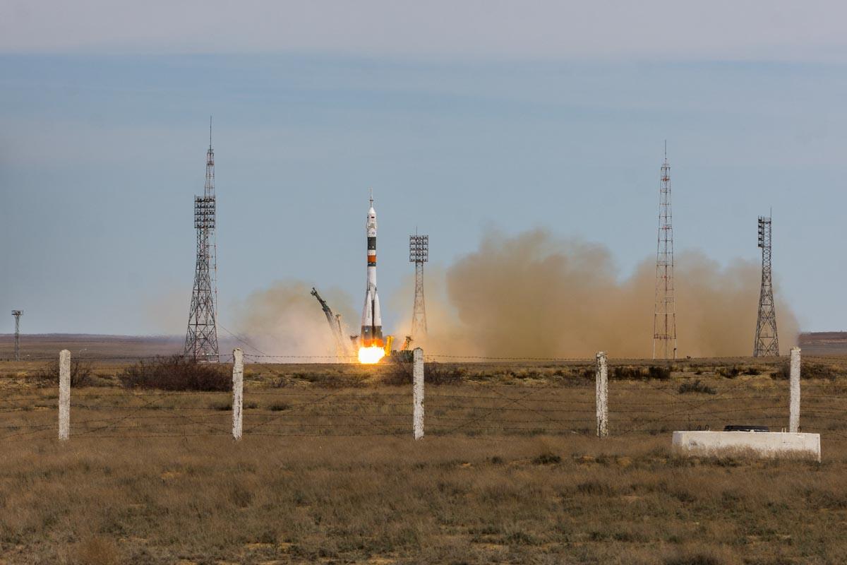 Запуск ракеты с космодрома «Байконур»: экипаж «Союз МС-04» отправляется на работу © Техномод