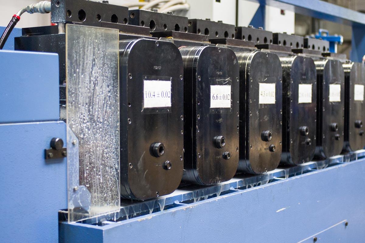 Как собирают автомобильные аккумулятора на заводе Bars Technology в Татарстане © Техномод