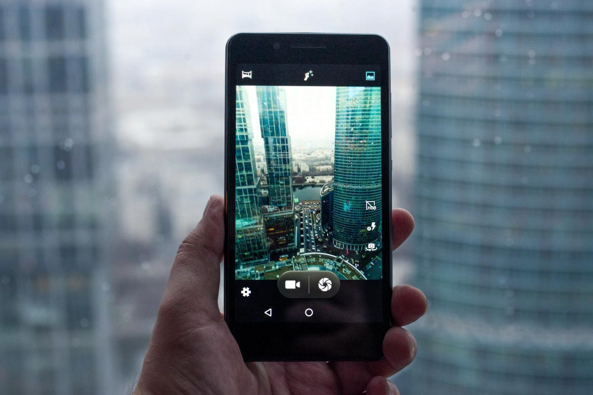 Обзор смартфона Philips S327. Большой экран и дополнительный функционал © Техномод