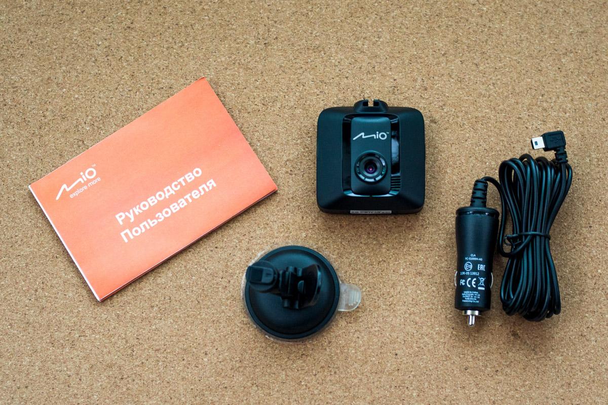 Сравниваем недорогие видеорегистраторы: Mio MiVue C315, Navitel R400 и Prestigio RoadRunner 525 © Техномод