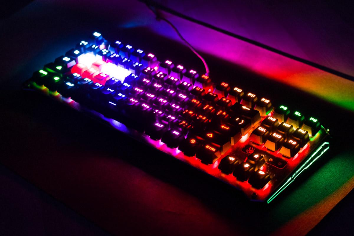 Обзор игровой клавиатуры A4Tech Bloody B930 с RGB подсветкой © Техномод