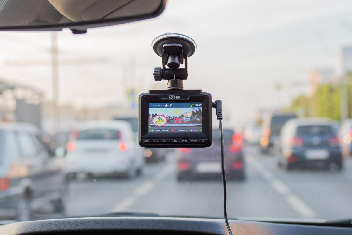 Автомобильное комбо-устройство Axper Combo Patch: радар-детектор и видеорегистратор в тонком корпусе © Техномод