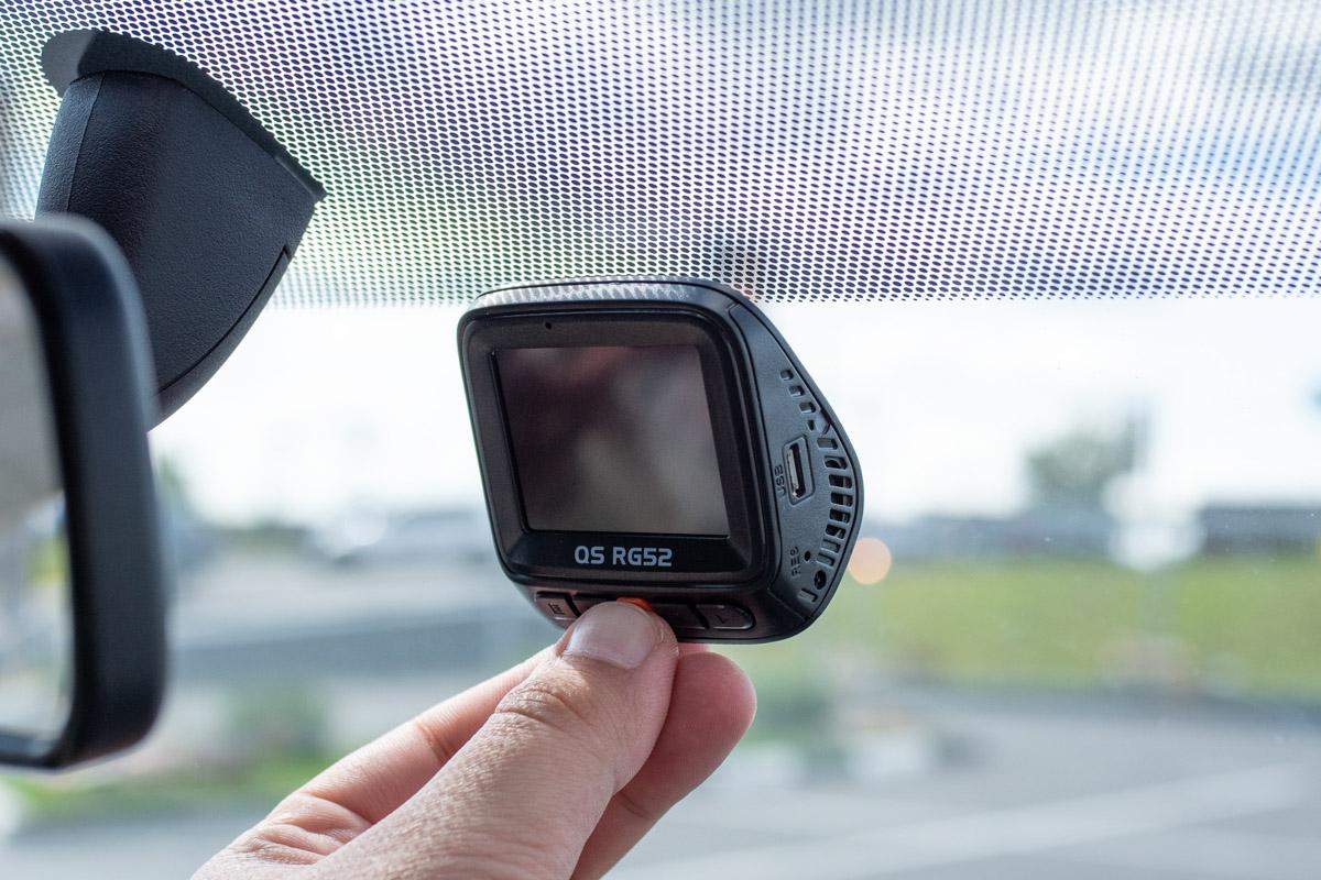 Обзор автомобильного видеорегистратора с двумя камерами QStar RG52 © Техномод