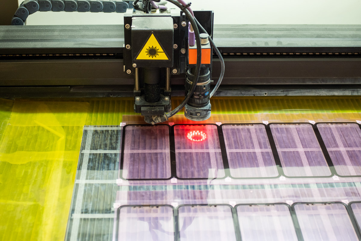 Как производят защитные стекла для смартфонов. Экскурсия на завод X-ONE в Китае © Техномод