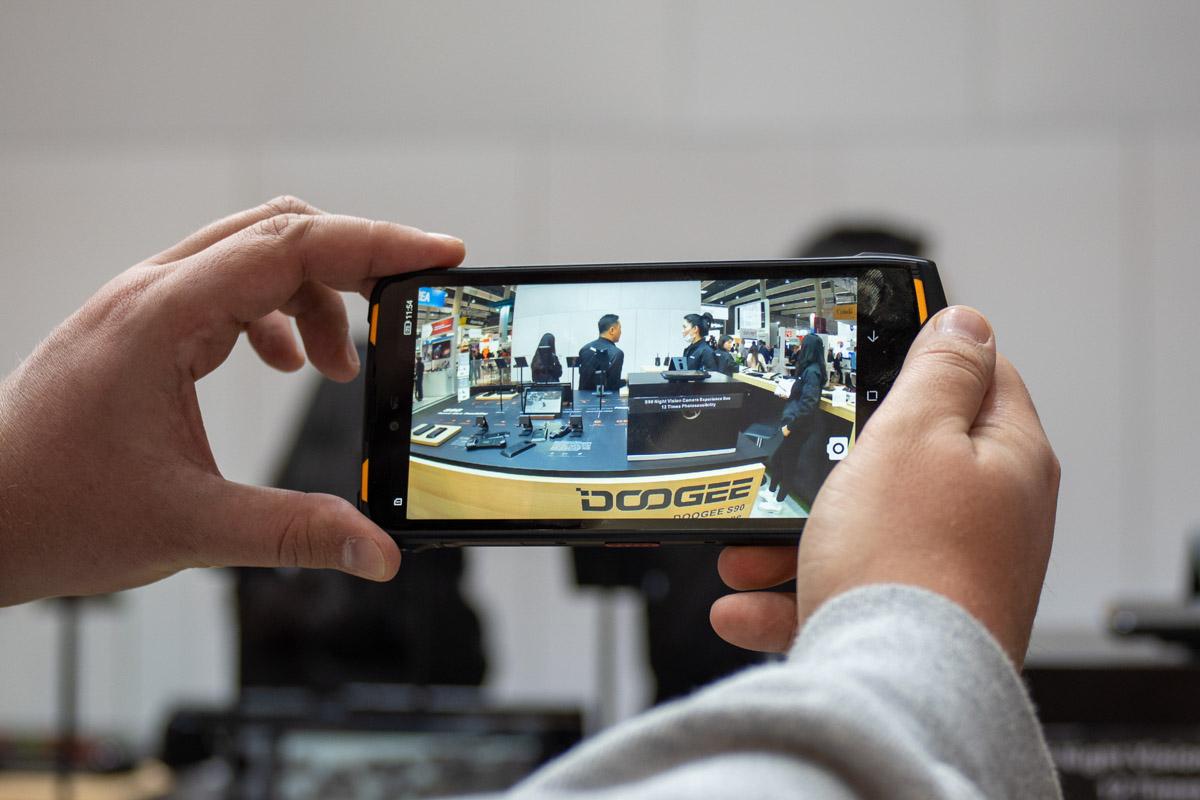 Модульный защищенный смартфон Doogee S90: игровая приставка, рация, камеры и 5G-модуль © Техномод