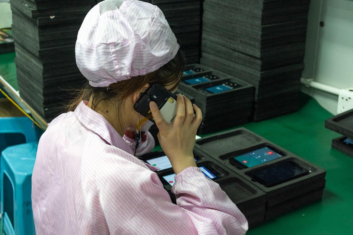 Как производят смартфоны в Китае. Экскурсия на фабрику в Шэньчжэне © Техномод