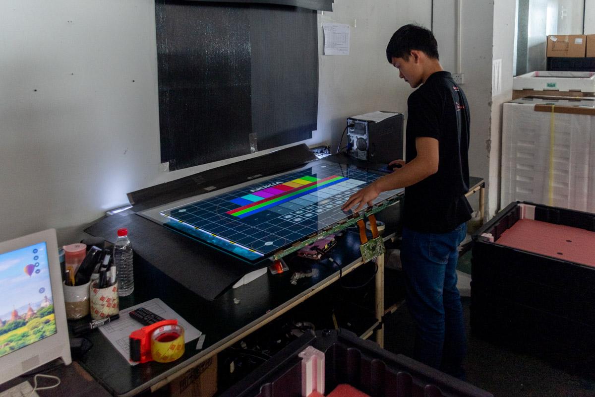 Как производят легендарные телевизоры AIWA. Экскурсия на завод в Китае © Техномод