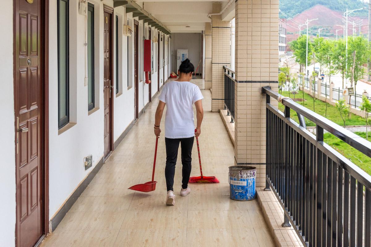 В каких условиях живут простые китайские работяги. Экскурсия в заводское общежитие © Техномод