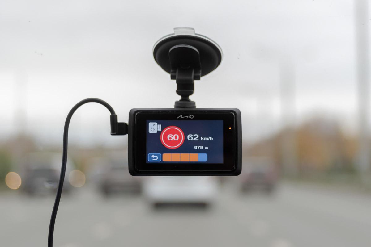 Рейтинг видеорегистраторов с GPS (осень 2019), сравниваем: Mio MiVue 765, SilverStone F1 HYBRID mini PRO, Ritmix AVR-830G и Dunobil Rex Duo GPS © Техномод