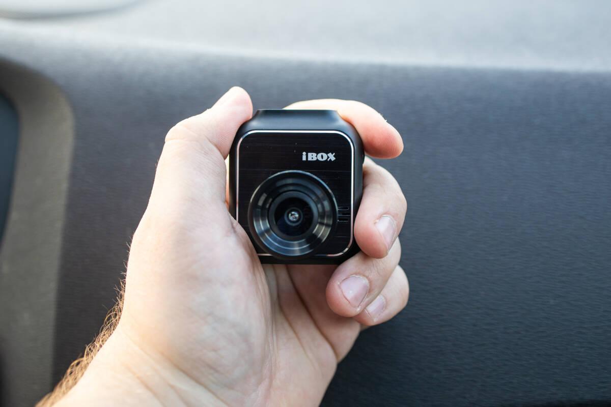 Обзор компактного и недорогого видеорегистратора iBOX Zoom © Техномод