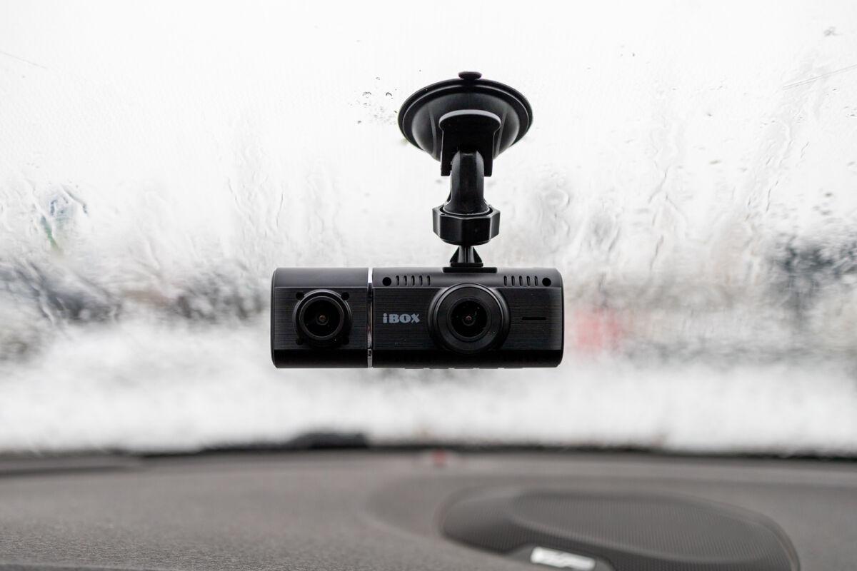 Тест видеорегистратора для такси iBOX Flip Dual © Техномод