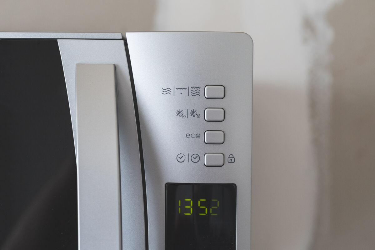 Микроволновая печь CANDY CMXG 30DS. Не только разогреет, но и приготовит © Техномод
