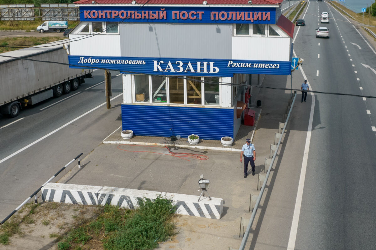 Контрольный пост полиции на въезде в Казань (Малиновка) с установленной камерой «Крис» © Техномод