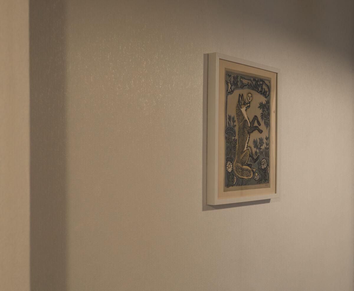 Создаём уютный умный дом с технологией Philips Hue: Стартовый̆ комплект Philips Hue цветной, Настольная лампа Philips Hue Iris White, Светодиодная лента с базовым блоком Philips Hue Plus и Лампы Philips Hue E27 2700K 15.5 Вт (100 Вт) © Техномод